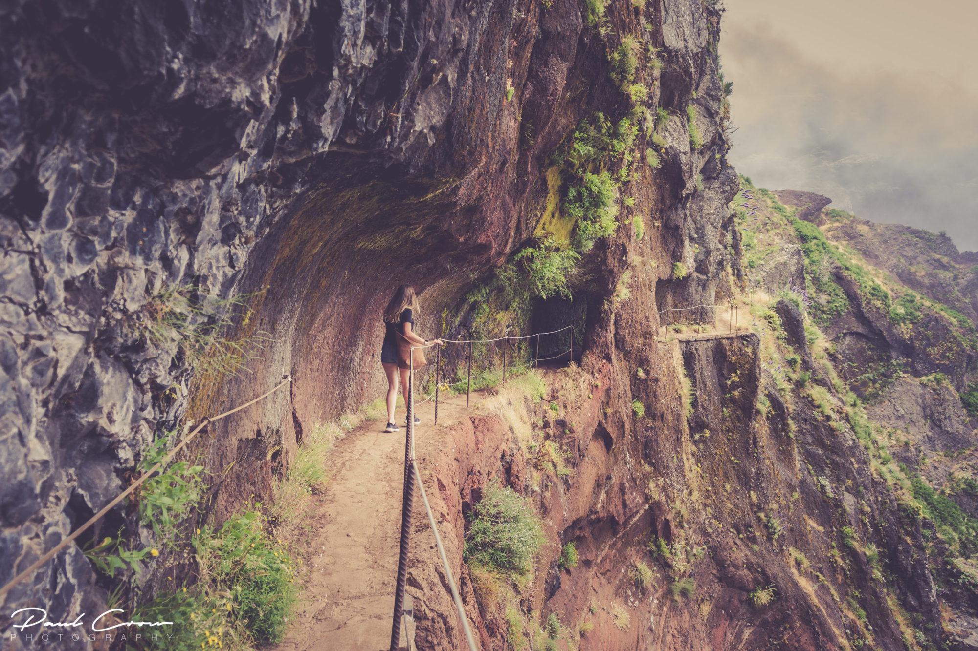 Walking the Pico Arieiro to Pico Ruivo path